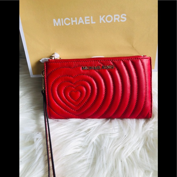 Michael Kors Handbags - 🆕Michael Kors ❤️ wristlet/wallet❤️